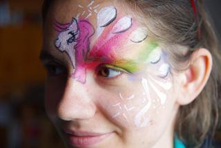 malowanie twarzy na festyn, malowanie twarzy na imprezy, malowanie twarzy wzór kuczyk ponny